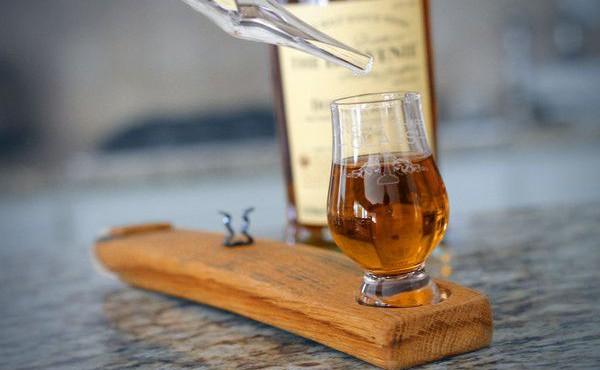 Le guide du whisky - whisky + eau