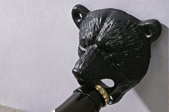 Idées Cadeaux - le fan de bière - le décapsuleur mural ours